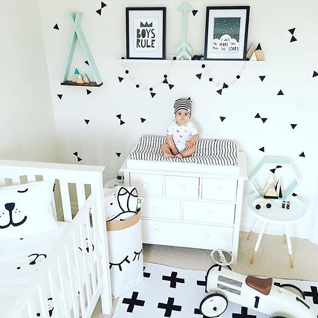 Don't be afraid to mix prints in the nursery! After all, it is a place for fun. via @little.theo.bear!