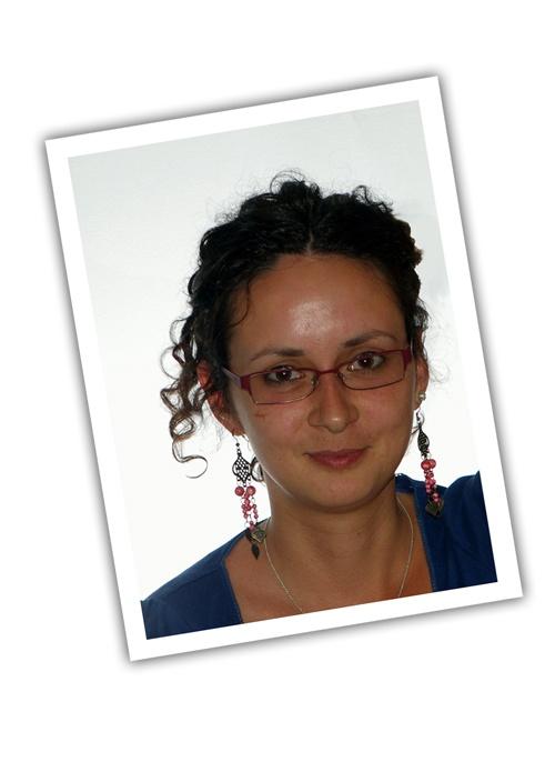 Serviciul Clienți – Kyani România.  Bună ziua!        Sunt Zsuzsanna Varró, noua membră a echipei de Servicii Clienti Kyäni.    Mă puteţi contacta la numărul de telefon +40 31 6300079, disponibil luni de la 11.00 până la 18.00, de marţi până vineri de la 10.00 până la 18.00    Adresa de e-mail este cs.ee@kyanicorp.com    Biroul este la Budapesta, adresa fiind : 1013 Budapest, Ybl Miklós tér 8.