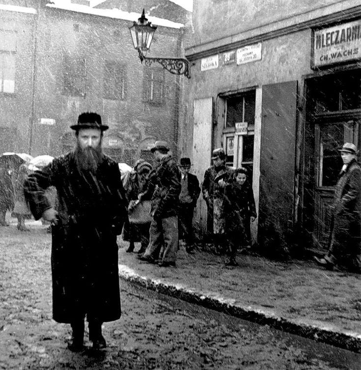 Roman Vishniac. 'Szeroka Street' 1938 Kazimierz, Kraków Poland
