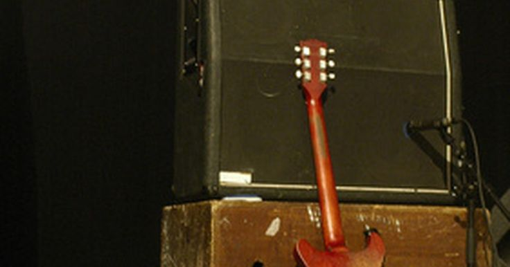 Cosas que puedes hacer con un pedal de volumen . Un pedal de volumen es un pedal de efectos que utilizan los intérpretes de guitarra eléctrica y de teclado. Universalmente, tiene un diseño muy parecido a un pedal de wah en el que su uso implica que el jugador meza su pie para cambiar el nivel del efecto a través de su amplificador. La posición de la puntera hacia abajo permitirá un mayor ...