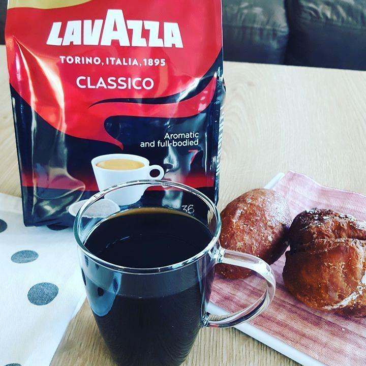 Nieuw! Lavazza Classico koffiepads voor jouw #senseo machine. Met een aangenaam chocolade invloed noten van gedroodgllgd fruit en een kruidig maar zachte afdronk.... een heerlijke #Italiaanse #koffie  #lavazza #classico #koffiepads #coffeepods #coffeeshots #baristalife #coffeelover #koffieliefhebber #italy #italiancoffee #italiancoffeelovers #teamcaffeine #nieuw #new #timeforcoffee #butfirstcoffee #maareerstkoffie #goodmorning #goedemorgen #bonjourno #coffeeisalwaysagoodidea