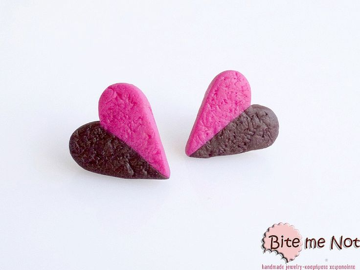 -Silver plated stud earrings with silicone stoppers!-Heart shaped biscuits with choco-strawberry flavour!