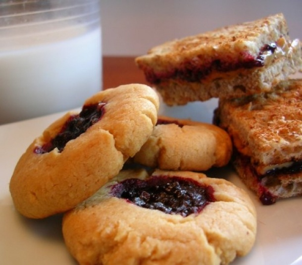 peanut butter and jelly cookies!: Peanuts, Food And Drinks, Drinks Recipes, Cookies Recipes, Jelly Cookies, Cookies Brownies Balls Bar, Drink Recipes, Peanut Butter, Pb Cookies