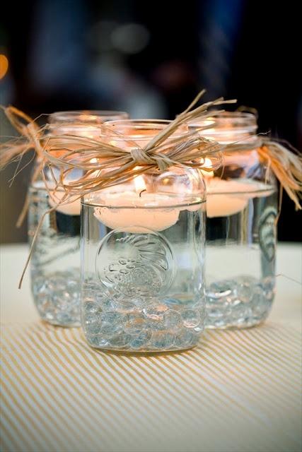 Velas flotantes en un bote de cristal / Floating candles in a glass jar
