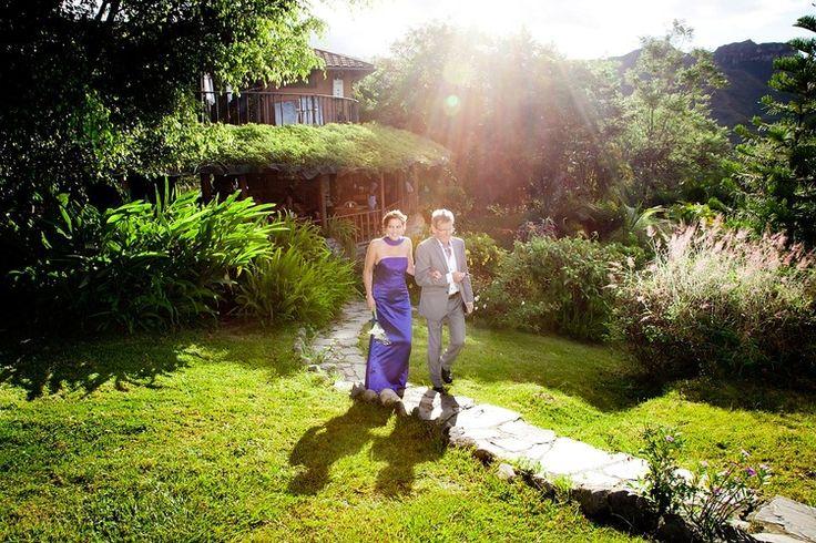 Bruidsfotografie vader-dochter bruiloft Eindhoven Vilcabamba. Foto door Marijke Krekels Fotografie