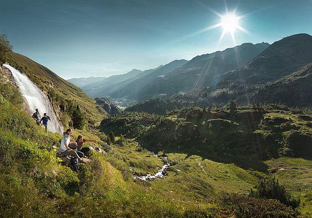 Van hut naar hut wandelen en van dag tot dag de vrijheid boven de dalen beleven. De Oostenrijkse bergroutes hebben een programma vol afwisseling in petto.