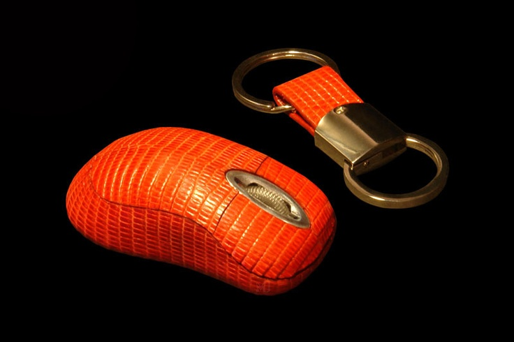 Mouse MJ Luxury Edition - Iguana Red with Keyring-a. Set from a mouse and a charm from gold and skin of an iguana. By individual orders is issued in any exotic kinds of skin and different types of precious metals – silver, gold, platinum, palladium. http://exclusive-mj.com/en/