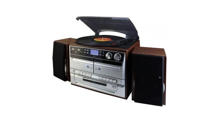 Met deze Soundmaster MCD5500DBR platenspeler kunt u uw oude platen weer van zolder halen of een nieuwe platencollectie beginnen. Uw platen zijn te draaien op 33 1/3, 45 of 78 toeren. De innovatieve MCD5500 kan tevens uw platen, CD's en cassettes digitaliseren naar MP3 formaat. De platenspeler kan deze MP3-bestanden opslaan op uw USB-stick of SD-kaart. Dankzij de twee verplaatsbare luidsprekers heeft u geen extra versterker nodig om uw platencollectie te kunnen beluisteren. Daarnaast ...