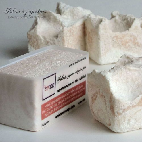 Solné s jogurtem a růžovým jílem - neparfemované, speciální mýdlo s jemnou pěnou, pro problematickou pleť, i k mytí obličeje, v létě a při zvýšeném pocení, 110g min/110Kč