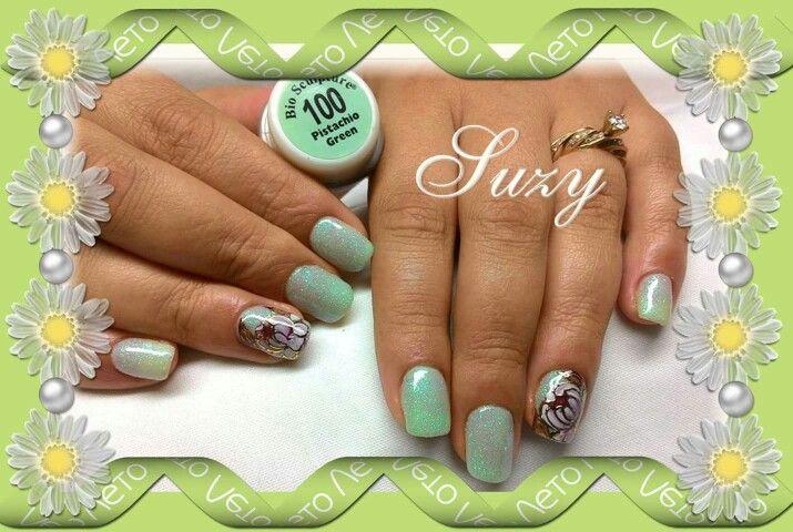 Suzy bio sculpture nail art