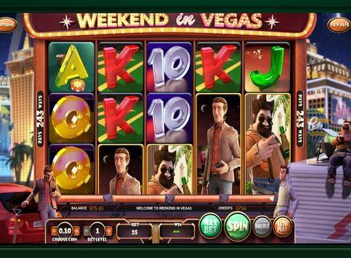 Реальные деньги в виртуальных казино: игровой автомат Weekend in Vegas. При создании игрового автомата Weekend in Vegas разработчики из Betsoft, скорее всего, черпали вдохновение из фильма «Мальчишник в Вегасе». Как и в кино, в этом новом онлайн слоте присутствует четверо главных