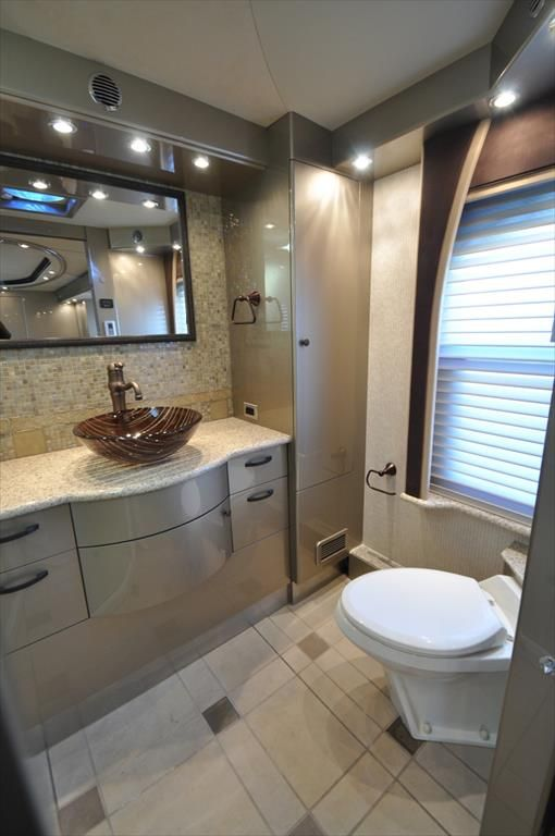 Luxury RV bathroom. A must! | .renocamper.