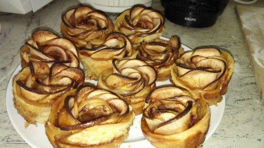 Apple roses cake