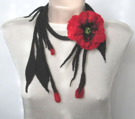 Fiber necklace with poppyFelt necklaceFelte necklace by AgathaBee