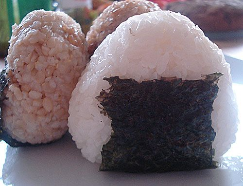 Make onigiri using saran wrap...keep your hands clean. I'll give it a try, but I still use my plain ole hands.