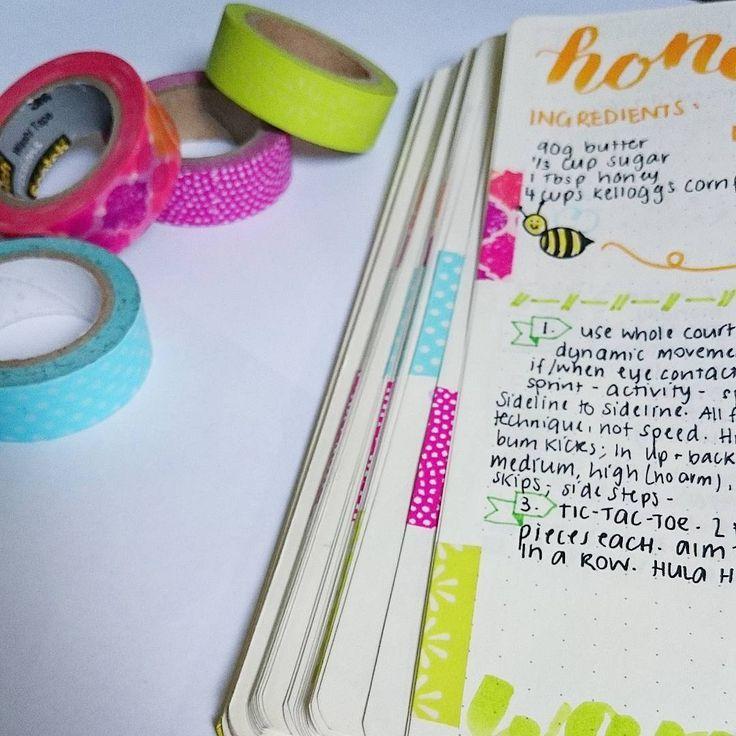 Ha nem szeretnél színezni, akkor washi tapet is használhatsz a lapok oldalán. Ha még a térileg is elkülöníted az egyes tartalmakat, nem csak színben, akkor még könnyebb dolgod van a keresett tartalom megtalálásában.  Bullet Journal | navigáció | zezil