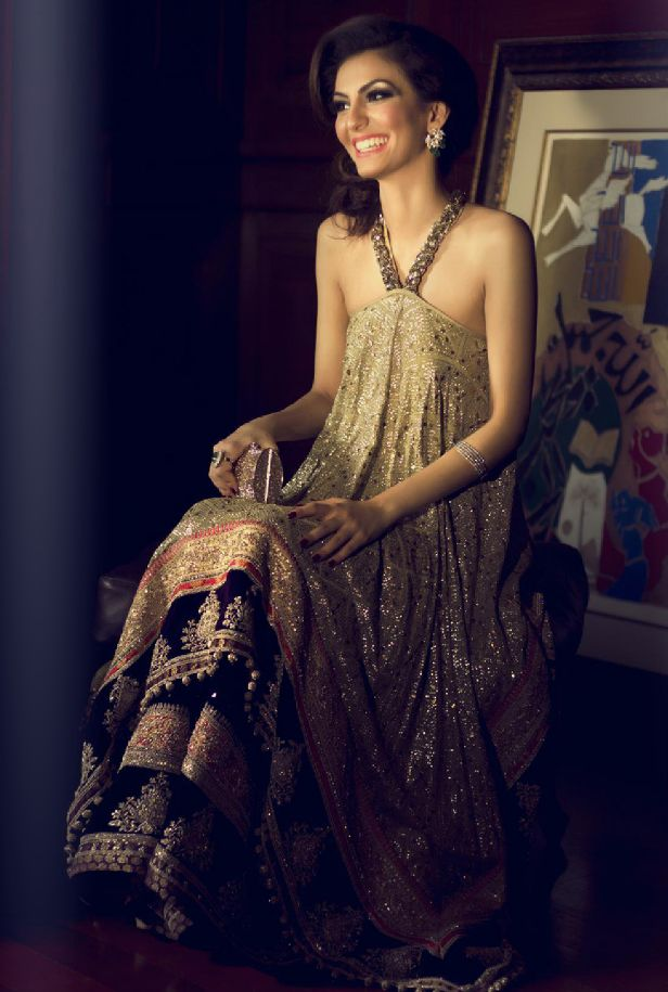 Shehla Chatoor Couture. A modern twist that looks incredible. Although for my personal preference I would prefer a more modest design for the shoulders and arms, the neckline should stay as it is. So beautiful!