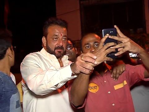 Sanjay Dutt MOBBED by his crazy fans for a SELFIE.