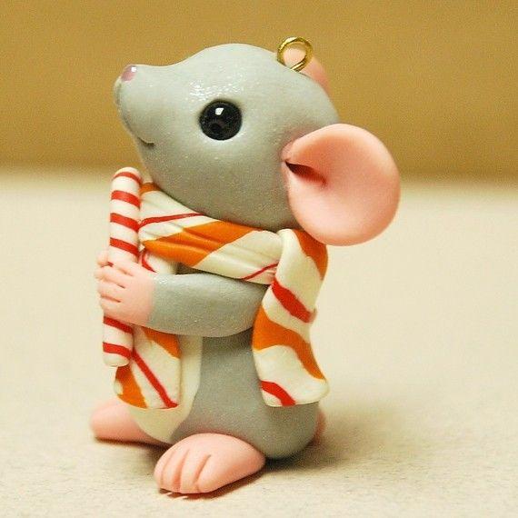 Ratón con ornamento de bastón de caramelo por por rainabedaina