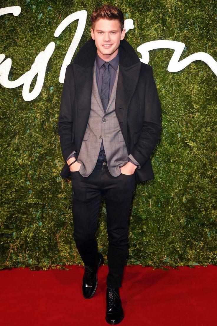 Jeremy Irvine in Burberry - #BritishFashionAwards #BFA http://www.whats-he-wearing.com/2014/12/jeremy-irvine-wears-burberry-to-2014-british-fashion-awards-london-bfa.html