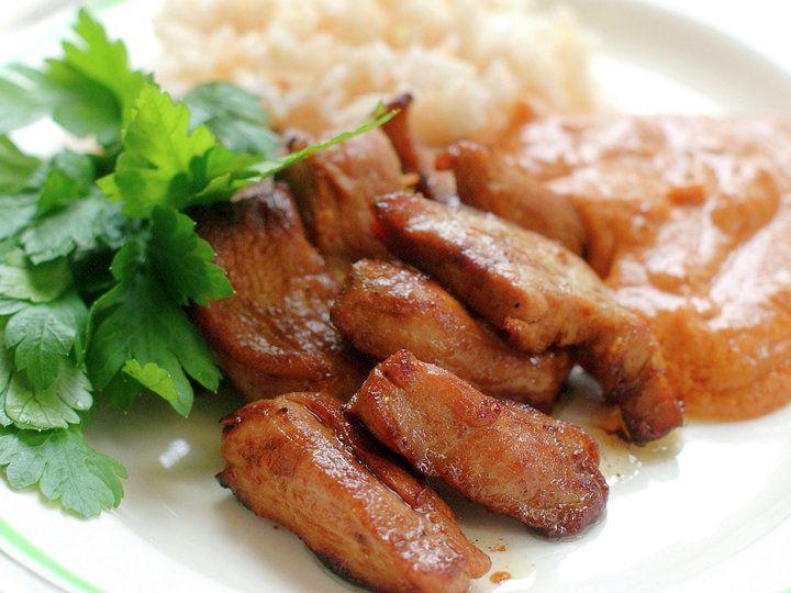 Svinekjøtt med nøttesaus