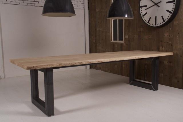 Boomstamtafel met ijzeren onderstel/of eikenhout | Tafels | Old Wood