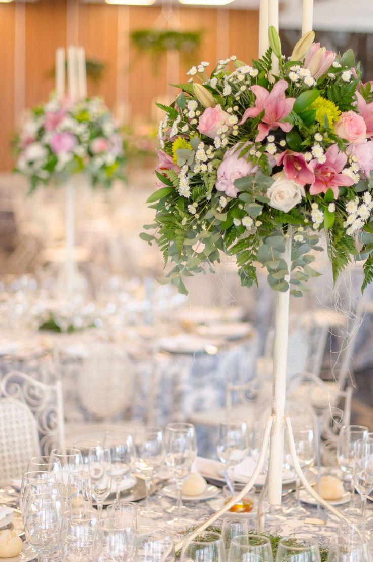 Nunca me canso de recordar la #bodaLOVE de mis adorados M+J y es que fue un auténtico cuento de hadas...no solo para ellos, sino también para mi.  LOVE #contamoshistoriasdeamor #love #amor #happy #feliz #flores #flowers #wedding #weddingdecor #weddingdress #weddingplanner #destinationwedding #Cádiz #decor #handmade #verano #summer #equipo #candybar #chocolate #fashion #fashionblogger #moda #blog
