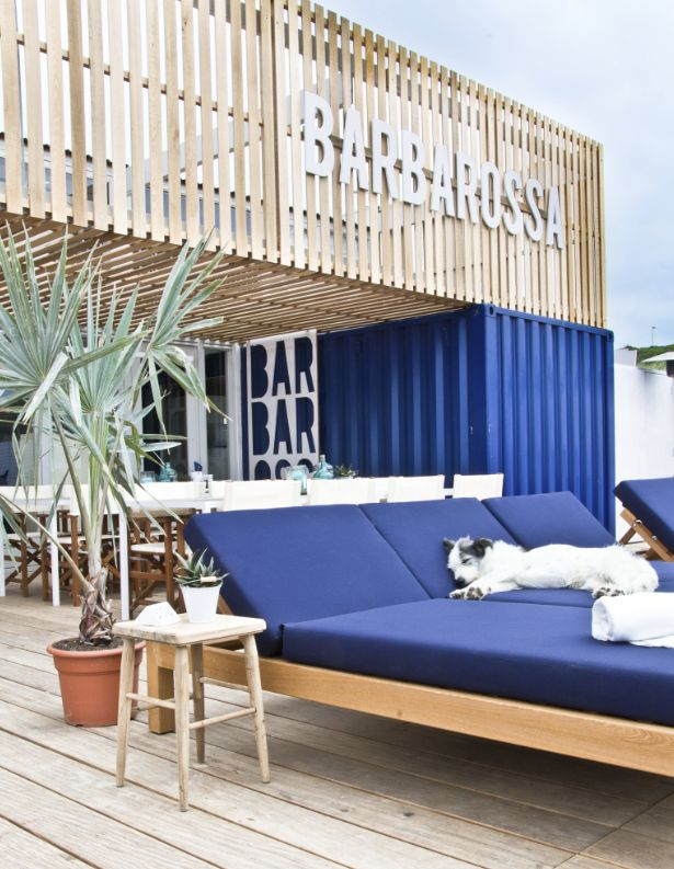 Barbarossa  beachclub bar restaurant Scheveningen exterior terrace lounge Hubert Crijns architects  photo: Paulina Arcklin  lazy dog Zoë