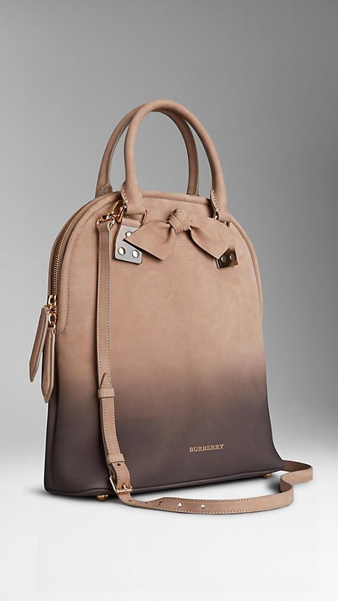Burberry. Beautiful nubuck bag in honey and charcoal.