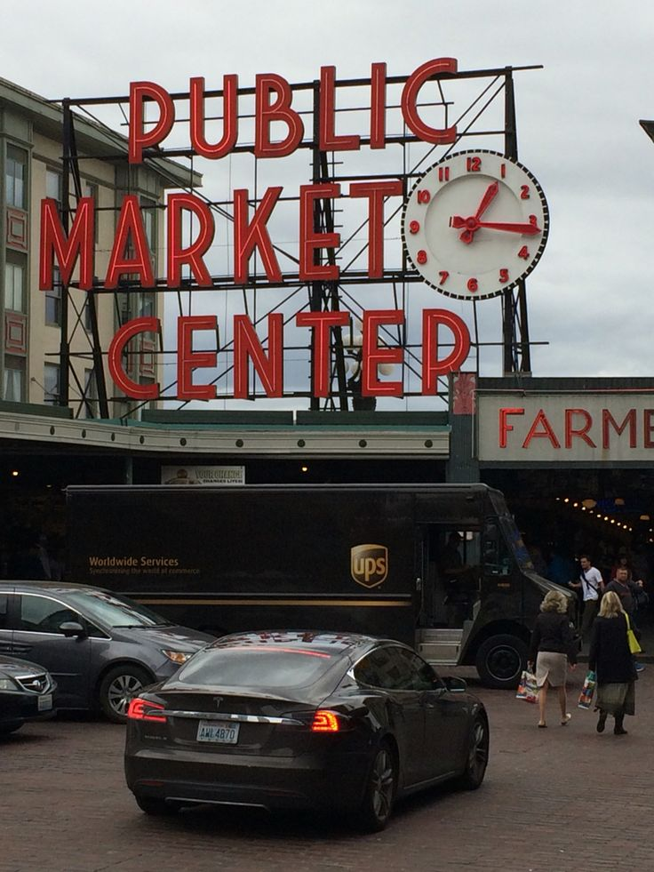 The famous Pike Place Market sign around