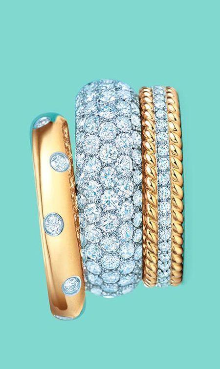 Conjunto de anillos  doradas y plateados