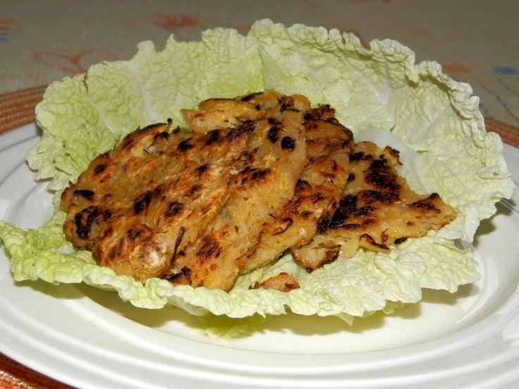Kytičkový den - Zelňáky-kysané zelí propláchneme ,vymačkáme, nakrájíme, přidáme nastrouhaný vařený brambor ,1 žloutek, sůl,pepř, popř.trošku hladké mouky. Tvoříme placičky a pečeme nasucho.