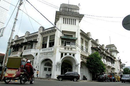 BANGUNAN TUA: Bangunan peninggalan Belanda di Jalan Jenderal Ahmad Yani Medan.