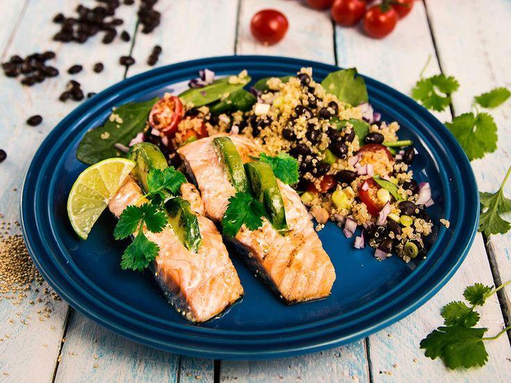 Laks fylt med avokado og quinoasalat
