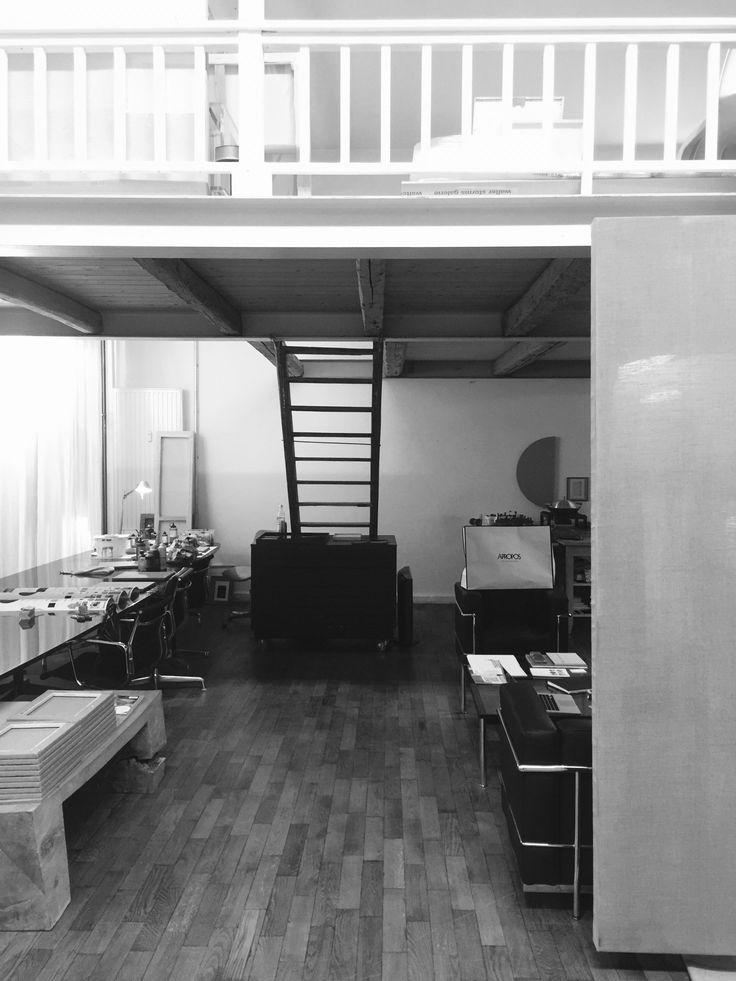 Atelier UNIVERSAL PAINTING Studio Munich Christian Muscheid black white