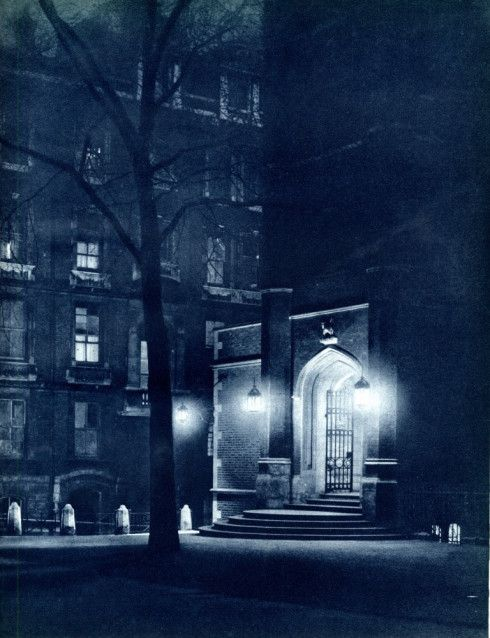Middle Temple entrance in the 1930's!