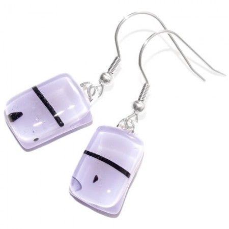 Kleine lila glazen oorbellen handgemaakt van glas. Glasfusing lila oorhangers uit eigen atelier.