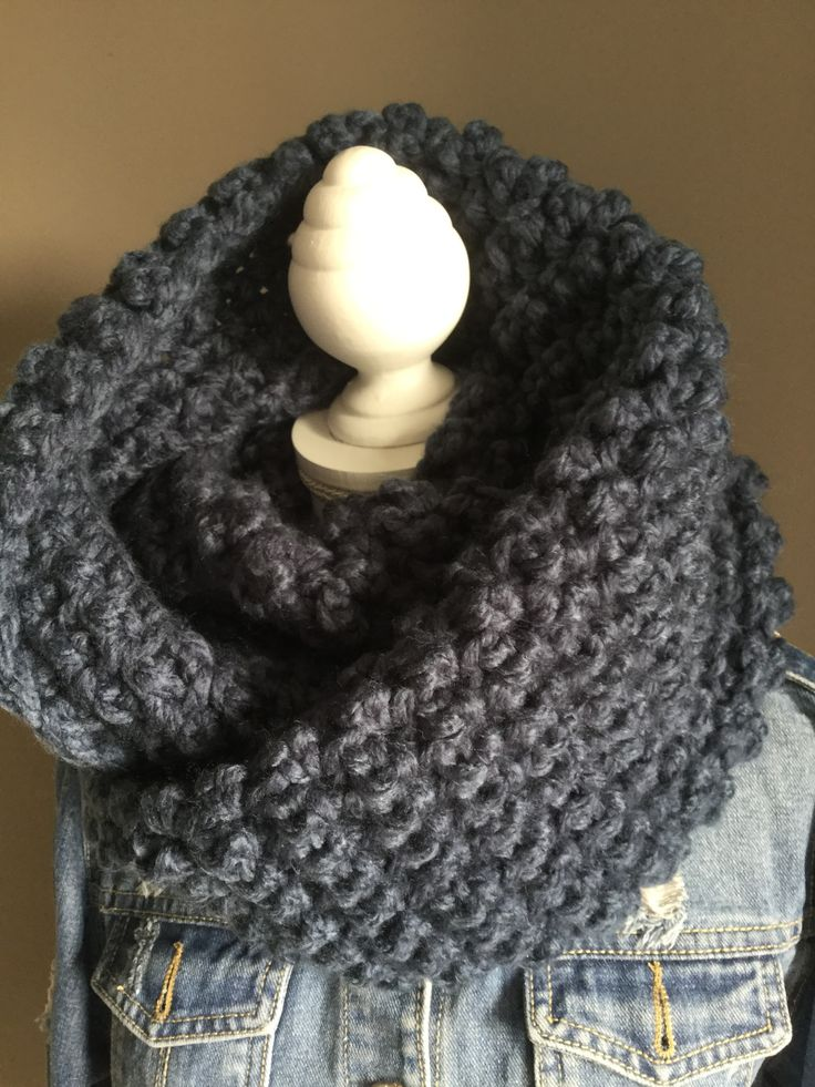 Vlog 2: Gehaakte #kol #haaknaald 10 #DIY #handmade by #jufSas #vlog #creatief #haken #crochet #häkeln #haakwerk #patroon #filmpje #uitleg #haaknaald10 #stoer #wol #Action #1bolis1kol #kol #herfst #winter #warm #sjaal #blauw #bol #crocheting #haakpatroon #vloggen #blog #jufsas 🕉
