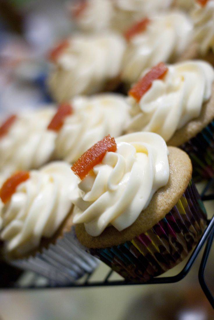 Guava Cupcake With Cream Cheese Frosting - Great websie with yummy cupcake recipes!