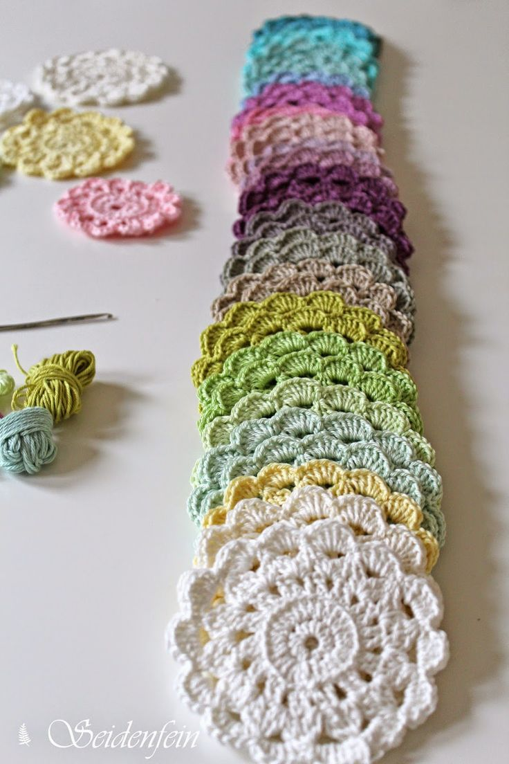 Inspiration @ seidenfeins Dekoblog: spring-coloured blossom - flower coasters (free pattern in German)