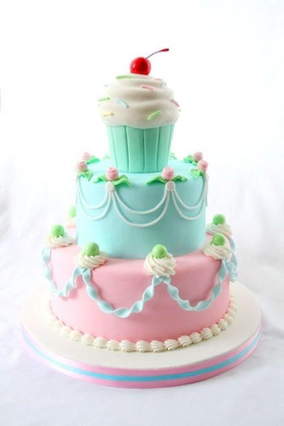 Adorable cupcake cake! The colors are lovely. Simplemente Divino! Para que tu Evento sea ÚNICO contactanos www.kommaeventos....