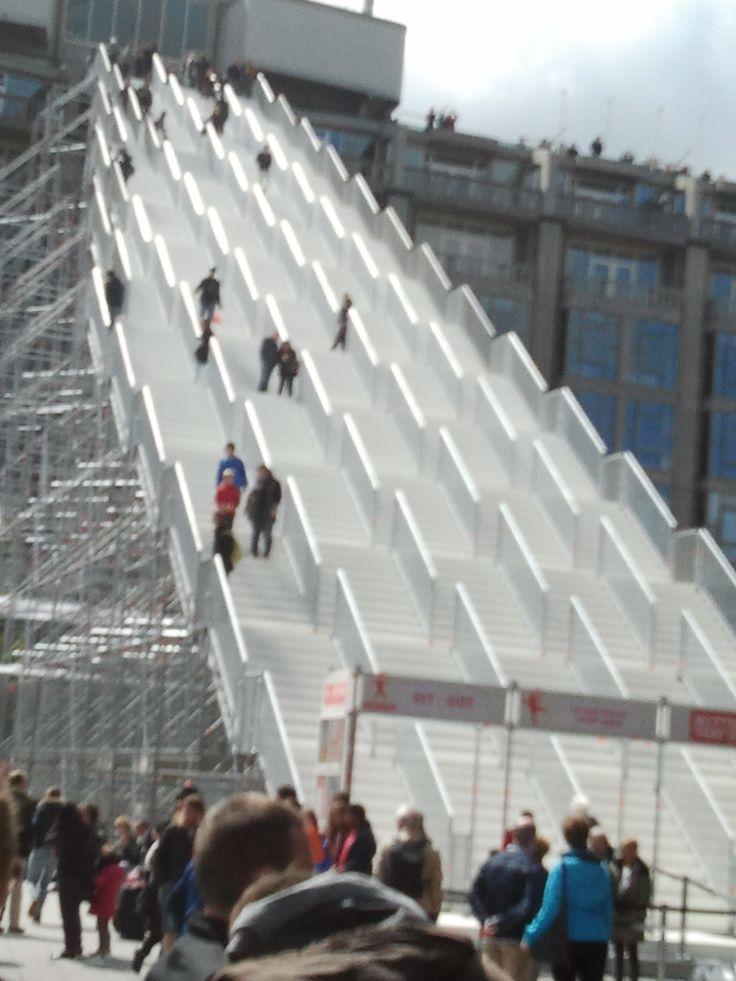 Rotterdam - Stationsplein & 'de Trap'. Tijdelijk en GRATIS evenement (180 treden en je bent boven ). 16-05-2016