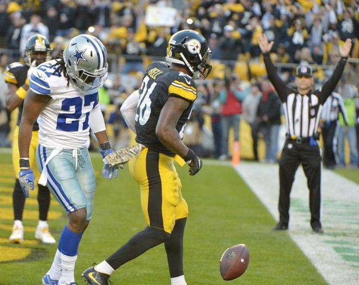 Cowboys vs. Steelers  - 35-30, Cowboys  -  November 13, 2016:   Pittsburgh Steelers running back Le'Veon Bell (26) scores a touchdown in front of Dallas Cowboys free safety J.J. Wilcox (27) during the first quarter. Max Faulkner mfaulkner@star-telegram.com