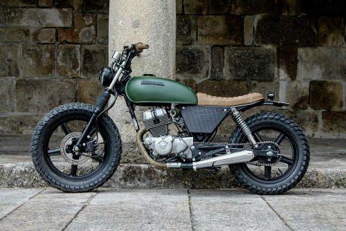 Honda CB250 Bullitt Garage