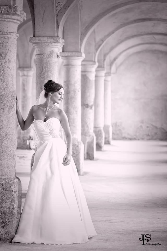 Esküvői ruhafotózás az Eternity Szalon ruháiban