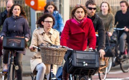 """Stadsregio Amsterdam 16 juni 2015: Investeringsagenda Fiets  """"De Stadsregio wil de komende 10 jaar zo'n 200 miljoen euro investeren in onder andere fietsinfrastructuur, fietsparkeermogelijkheden en verkeersveiligheid voor fietsers"""""""