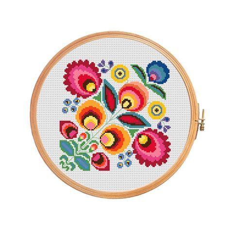 Polish wycinanki flowers - cross stitch pattern. Floss: DMC Canvas: Aida 14 Grid Size: 93W x 93H Design Area: 6,50 x 6,50 (91 x 91 stitches)