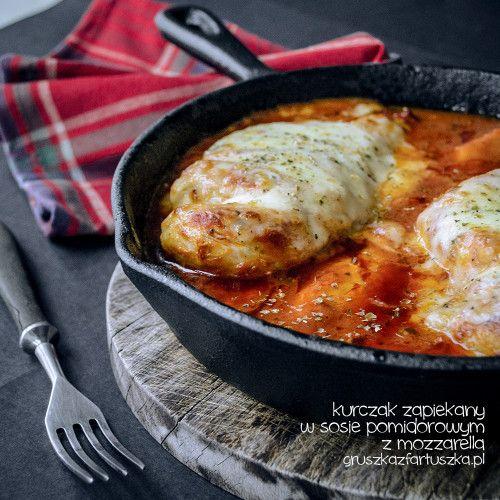 Kurczak zapiekany w sosie pomidorowym z mozzarellą - przepis na szybki, prosty i…