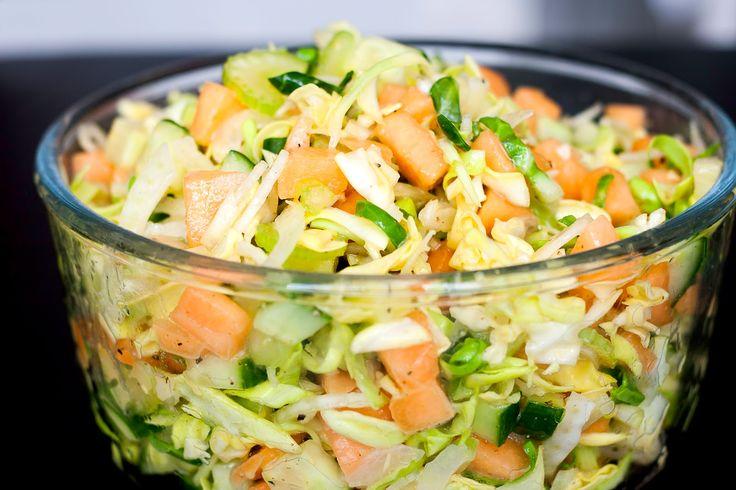 Sød sprød sommersalat. En fantastisk lækker salat med rigtig mange lækre smagsindtryk der gør at den passer til rigtig mange ting. Den er...