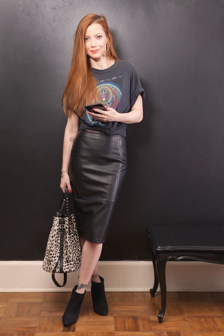 Saia Lápis couro + T-shirt Style Julia Petit